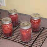 Strawberry jam cooling