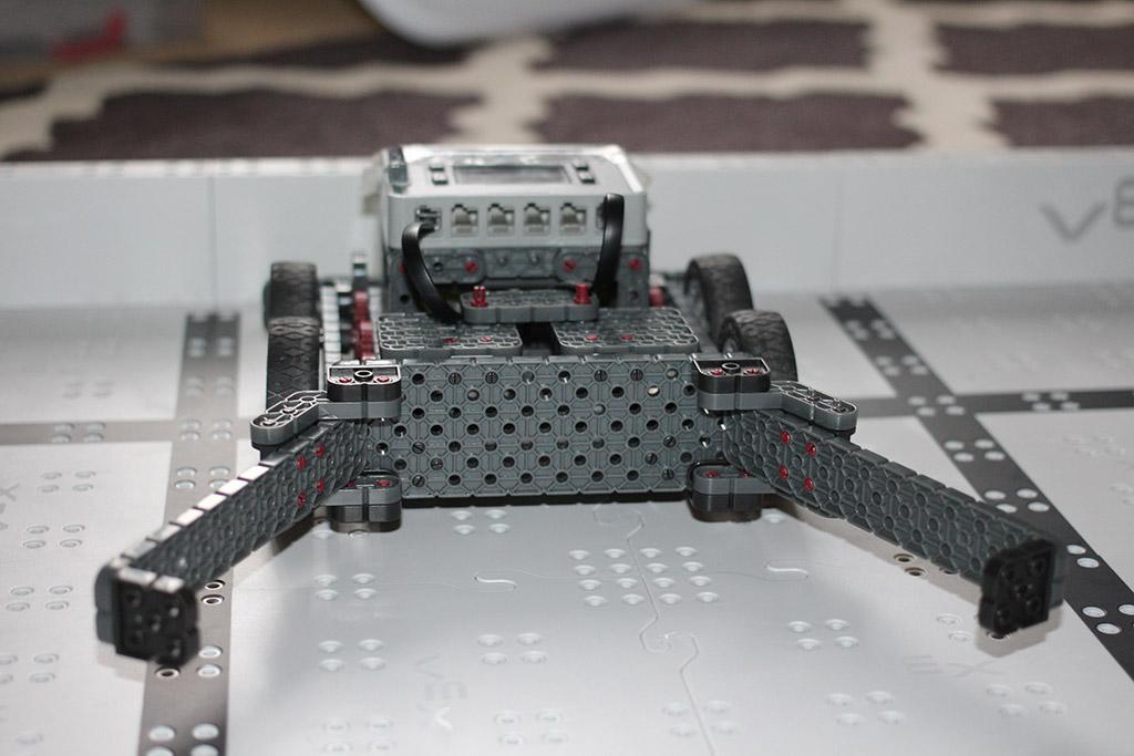 Fall robotics club final design front view closeup