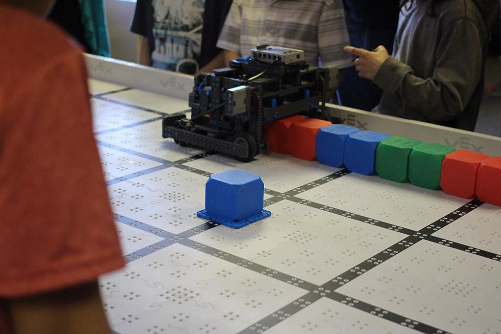 teamwork challenge robot pulling a row