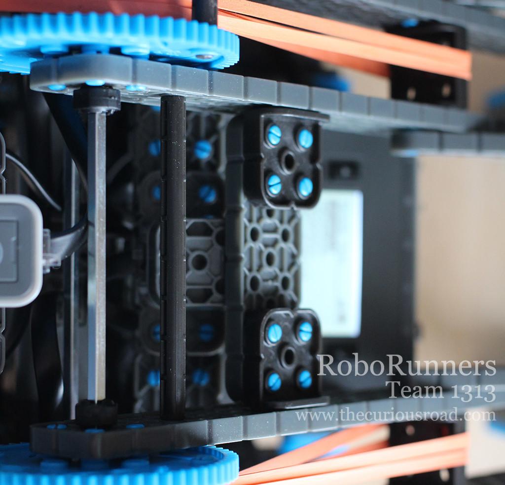 RoboRunners Vex IQ lifting mechanism
